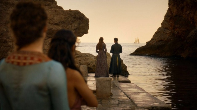 Ros and Shae watching Sansa and Littlefinger on the dock